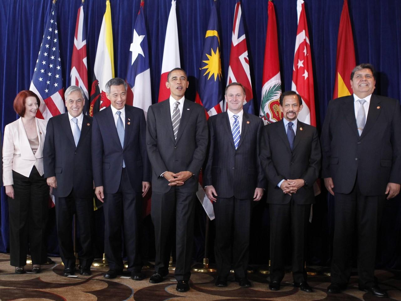 12 países, incluido México, concluyeron las negociaciones del mayor acuerdo regional de libre comercio de la historia; analistas advierten de sus nocivos efectos