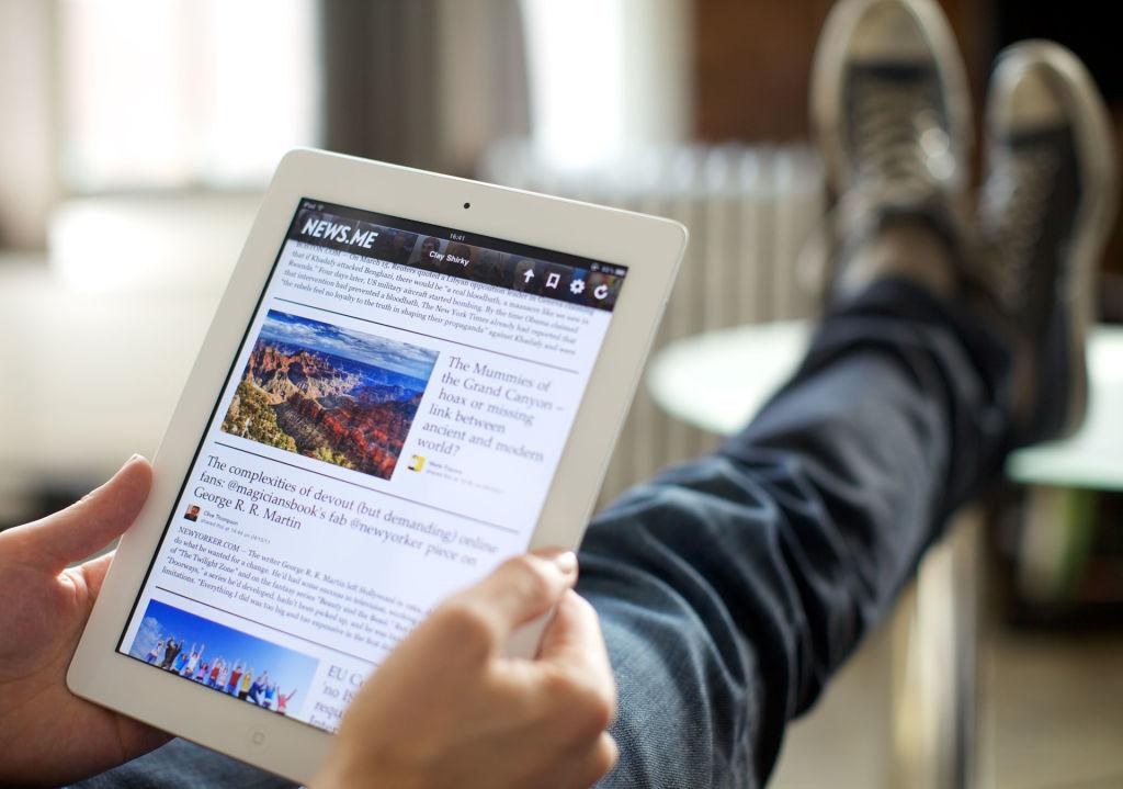 Leer en formato digital se ha convertido en una tendencia muy popular entre los jóvenes gracias a su practicidad