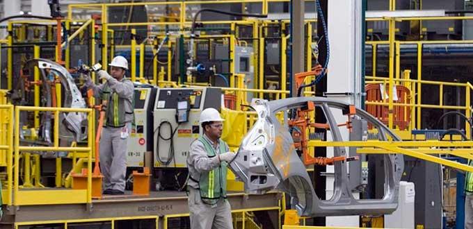 México podría crecer hasta 3.3% en 2017 si la producción industrial en EU crece 2.8%, aunque prevelace el riesgo si éste último crece debajo de dichas expectativas.