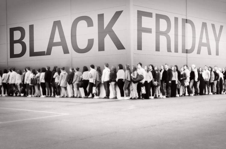 Como en halloween, la publicidad sobre el 'Black Friday' ya está en los medios mexicanos y los bancos ya ofertan compras a meses sin intereses