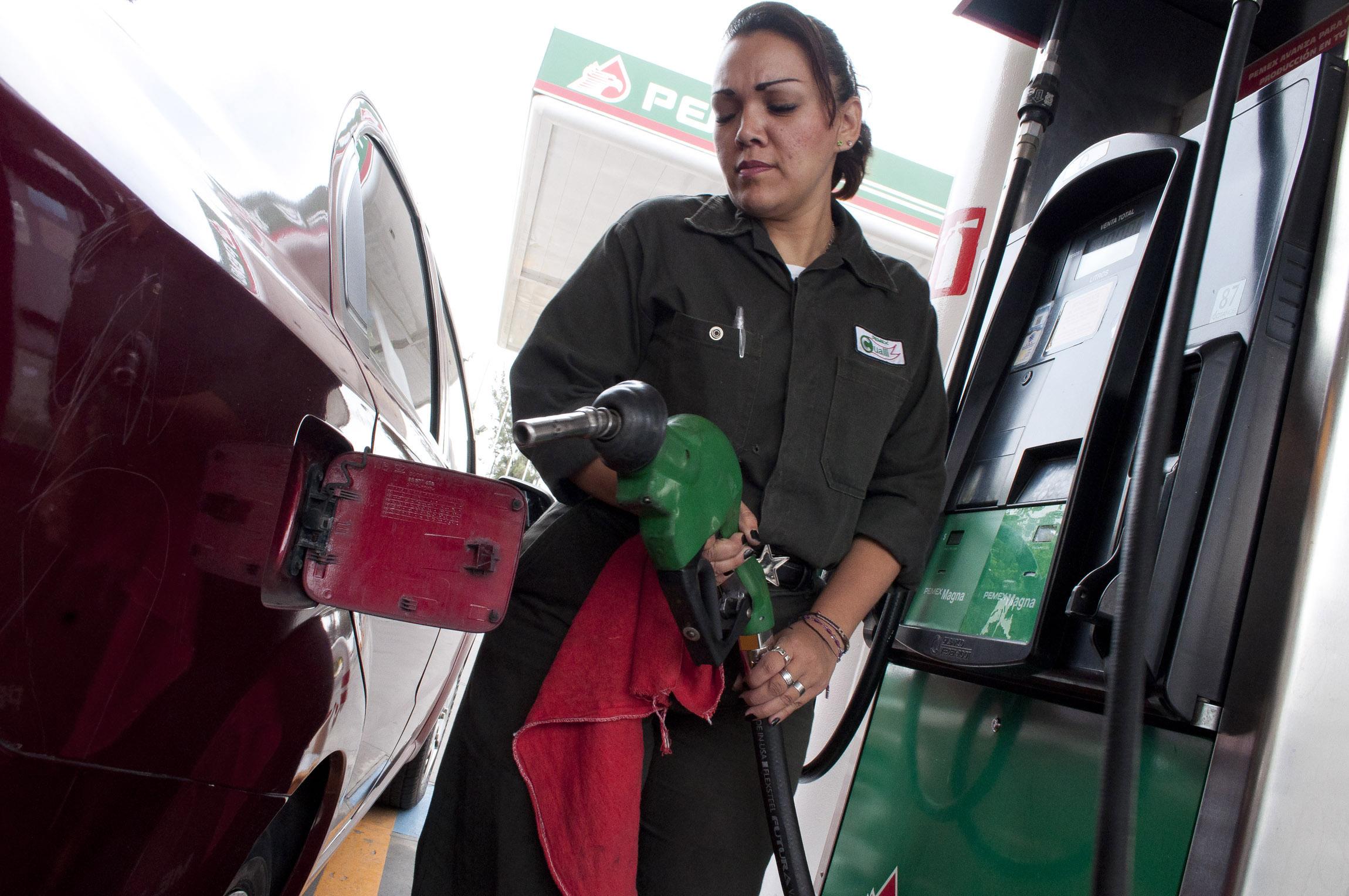 SHCP recaudó 176.1 mil millones de pesos más por concepto de IEPS aplicado a las gasolinas, y el monto recibido por la cobertura petrolera, fue de 106 mil mdp, los mexicanos aportamos hasta 70 mdp más.
