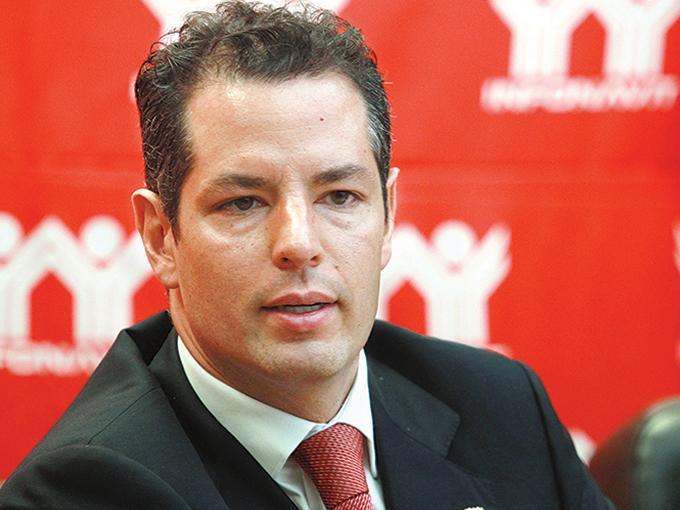 Alejandro Murat Hinojosa renunció como director general del Instituto del Fondo Nacional de la Vivienda para los Trabajadores, para ir en busca de la gubernatura de Oaxaca de la mano del PRI