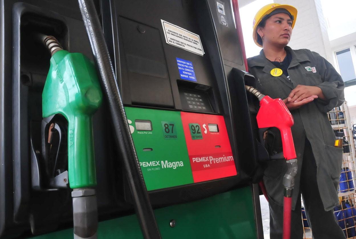 Durante enero el litro de gasolina magna se venderá en 13.16 pesos y la premium en 13.98 pesos. En adelante los precios serán variables, al alza o a la baja, en un rango ya determinado