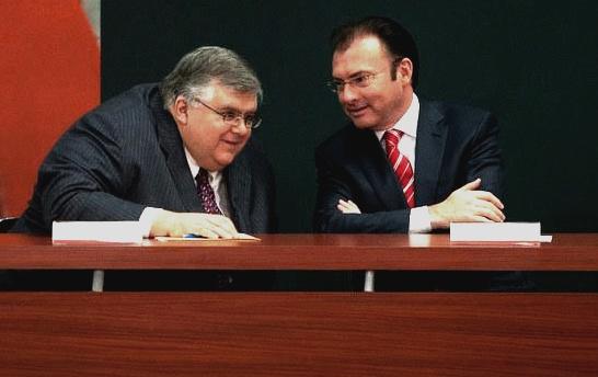 El secretario de Hacienda, Luis Videgaray, y el gobernador del Banco de México, Agustín Carstens, han declarado por separado que el peso está subvaluado frente al dólar y que habrá una importante corrección