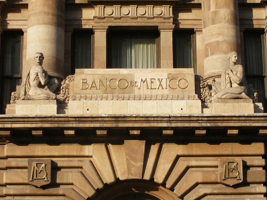 Los analistas esperan una paridad de 17.60 pesos por dólar para finales de 2016, cuando en diciembre creían que el tipo de cambio alcanzaría 16.79 pesos por cada dólar estadounidense