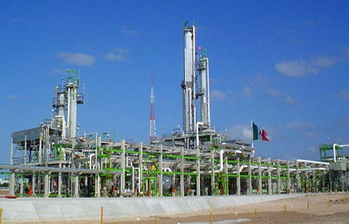 Aunque en menor medida que Tamaulipas y Nuevo León, Coahuila comparte un depósito importante de gas shale con la Cuenca de Burgos, uno de los nueve mayores campos de explotación de hidrocarburos en el mundo