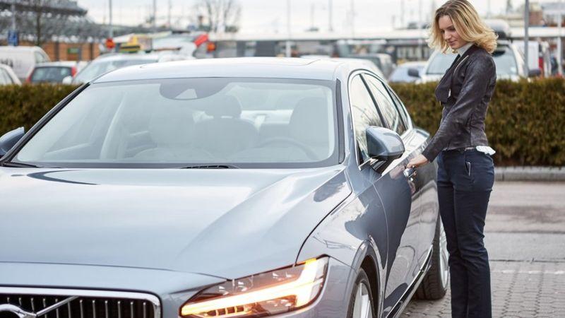 """De acuerdo con la compañía, el uso de la aplicación móvil """"incrementará las capas de seguridad del automóvil""""."""
