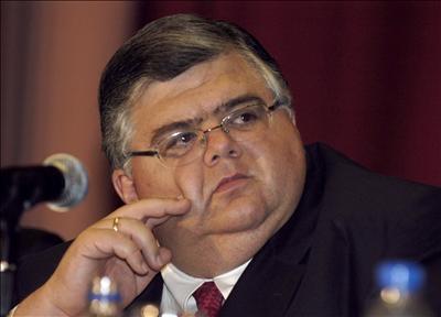 La decisión de la junta de gobierno del Banco de México, liderada por Agustín Carstens, tiene en vilo a los mercados.
