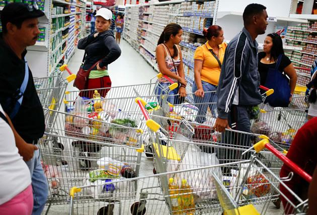 El 93% de las personas que tiene tarjeta de crédito la utiliza para hacer compras en establecimientos comerciales.