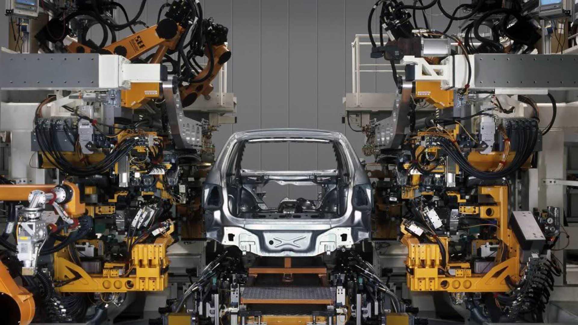 Los ingresos de la industria automotriz en Juárez van desde casi 144 pesos diarios a cerca de 400 pesos.