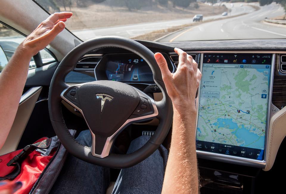 Tesla apuesta por el hecho de que -estadísticamente- una máquina debería ser mejor que una persona.