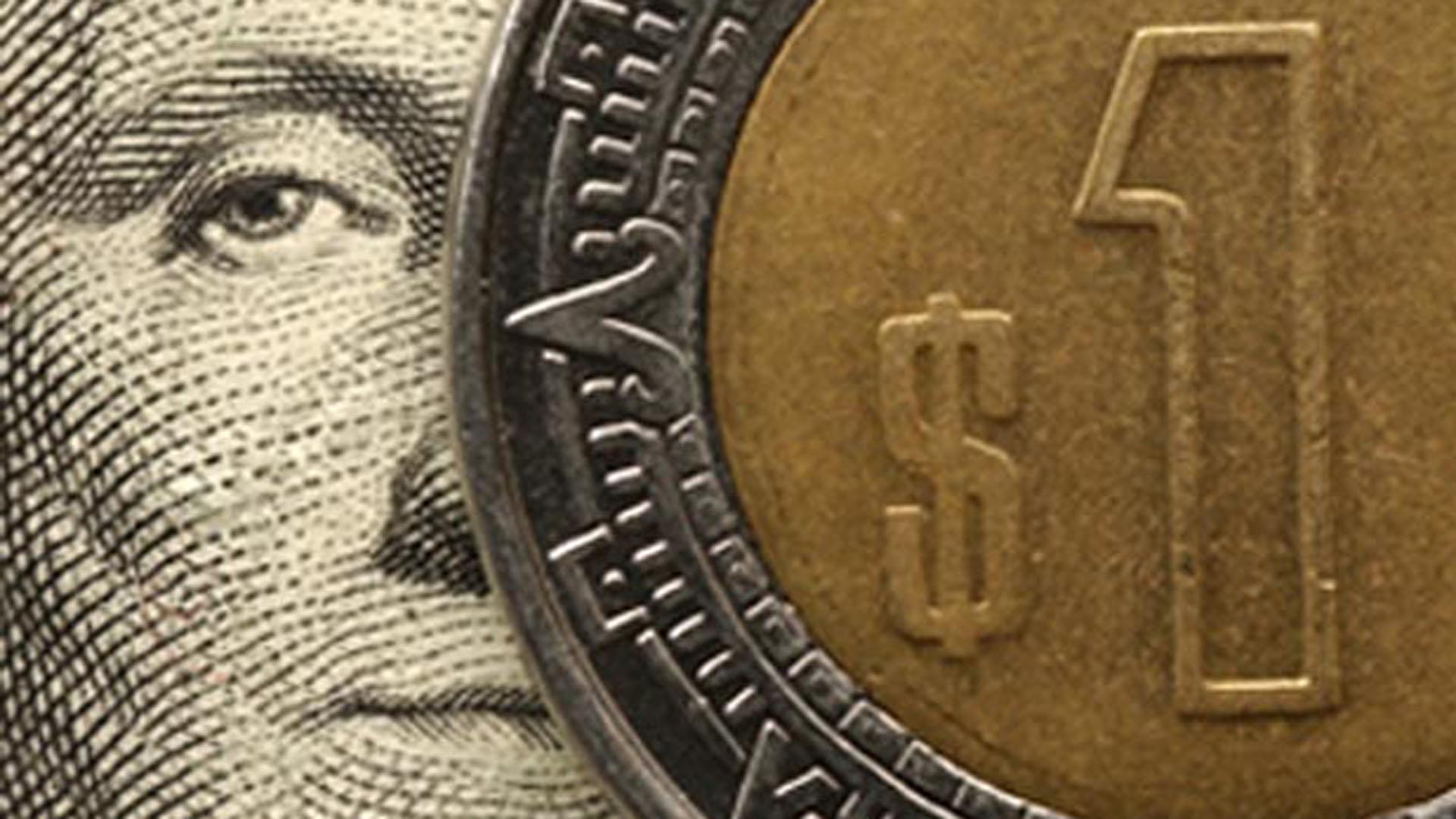 La moneda nacional está pagando los platos rotos de un mal manejo de las finanzas públicas.