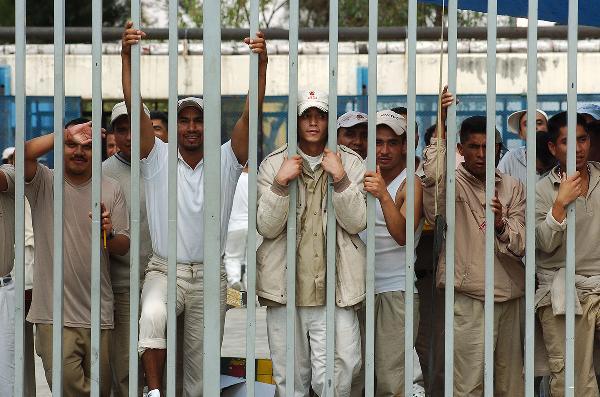 Poco más de la mitad de los imputados en el Estado de México fueron defendidos sólo por un abogado de oficio.