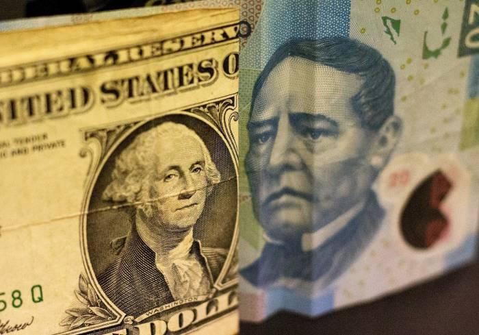 El tipo de cambio se ubica en 21.85 pesos por dólar en el mercado de mayoreo, un nivel no visto en los 26 años que tiene registro el Banco de México desde 1991.
