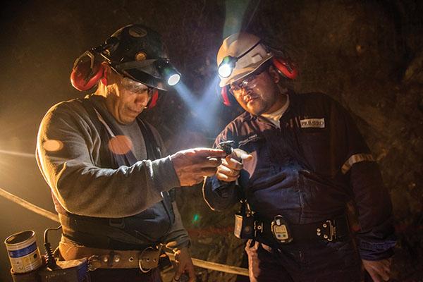 Los trabajadores son los únicos perdedores en la relación que sostienen las mineras y los grupos criminales.