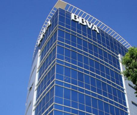 De los cinco dominantes Bancomer es el que más abarca: los créditos a empresas, vía nómina, automotriz y de vivienda, entre otros.