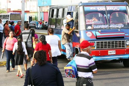 En promedio los habitantes de las capitales latinoamericanas invierten un mínimo de 11% de salario base en transporte.
