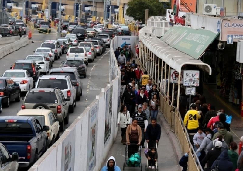 3.7 millones de visitantes más de un año a otro entraron por las fronteras mexicanas, según el Banco de México.