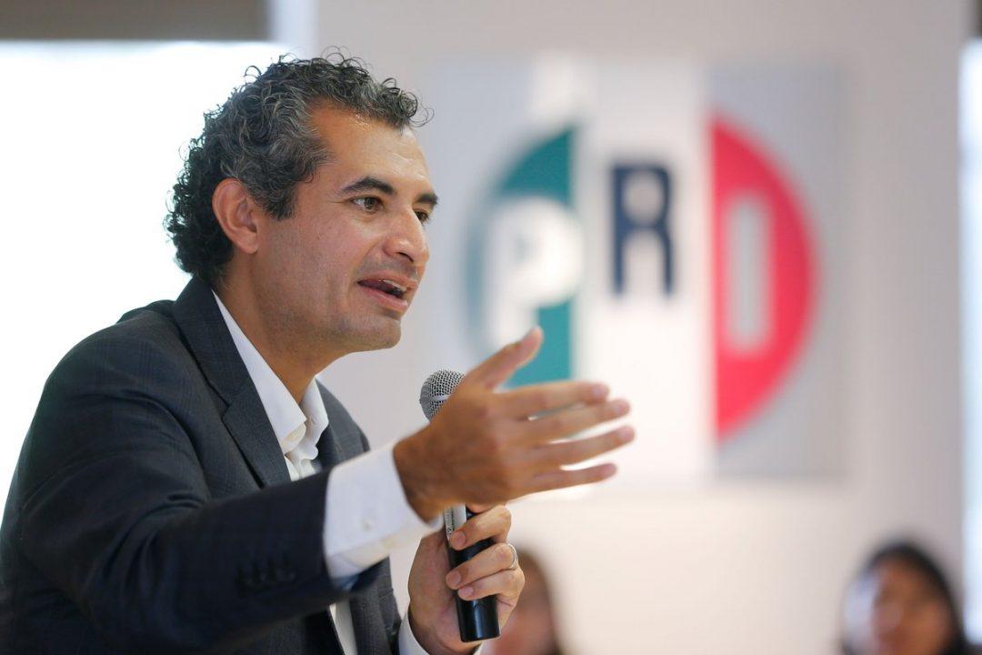 Además de dirigir el PRI, Enrique Ochoa Reza administra 50 taxis, de los que ganó 1.4 millones de pesos en 2015.
