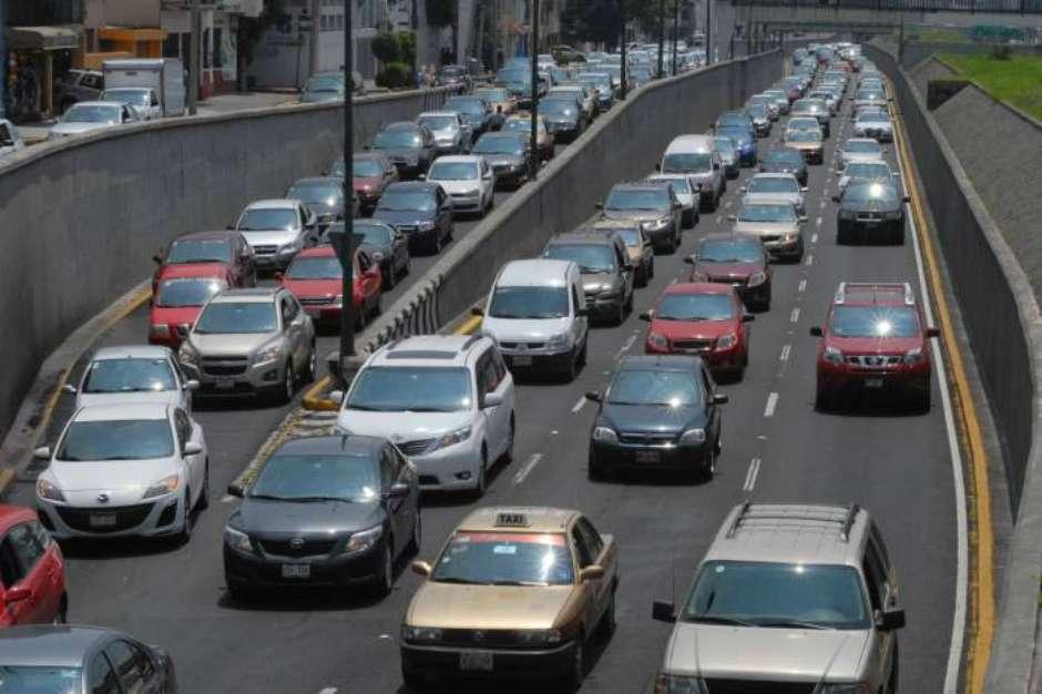 La multa por infringir Hoy No Circula va de los 1,433.60 pesos a los 2,150.40 pesos, más el cargo de arrastre del carro hacia al corralón.