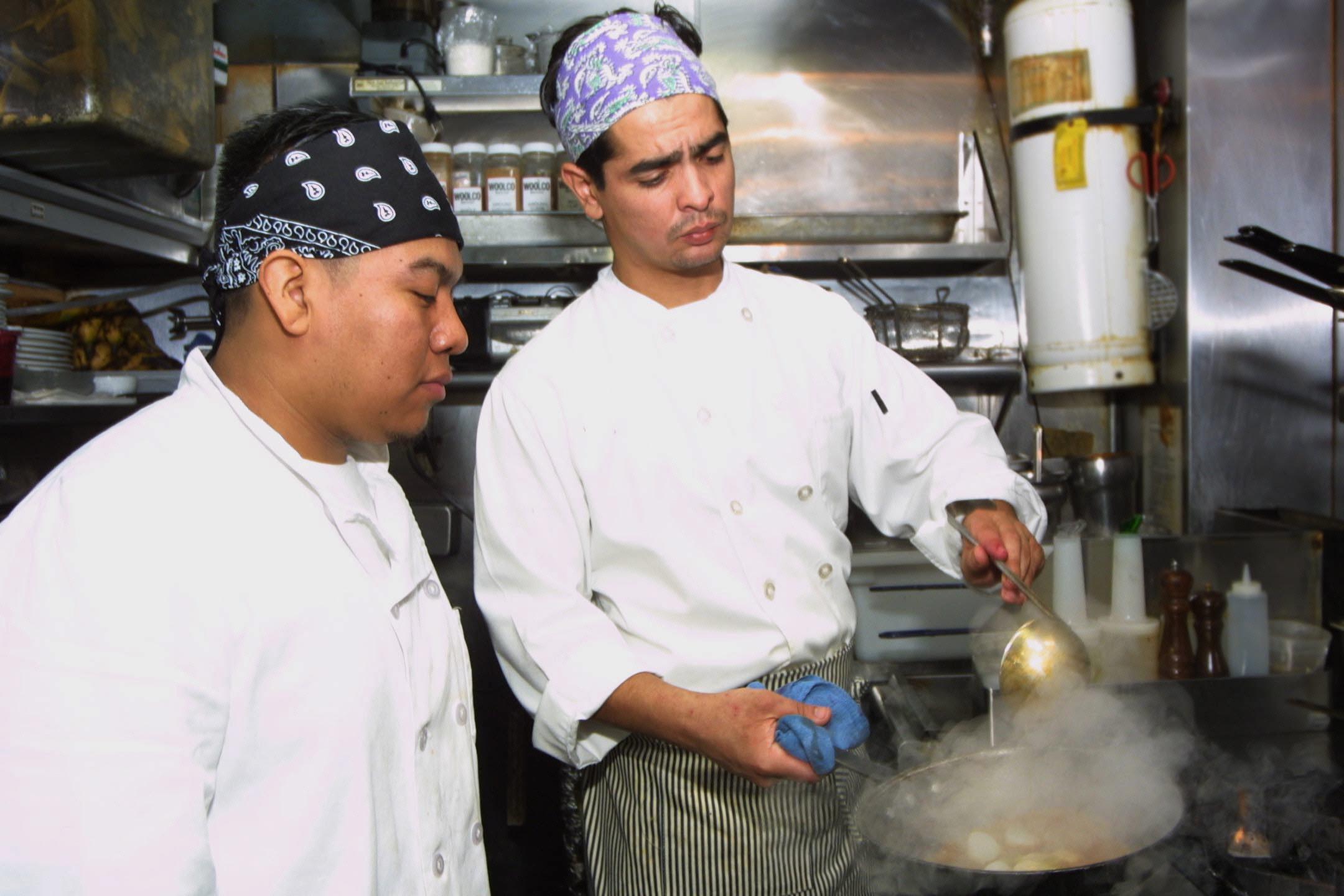 1.2 millones de latinos encuentran  trabajo en el sector de alimentos en Estados Unidos y cuando son repatriados  emprenden sus propios negocios de comida.
