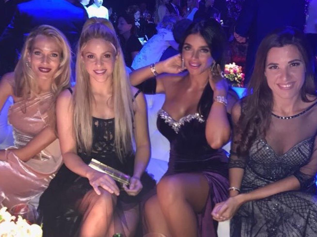 Las redes sociales no perdonaron a Shakira por usar el mismo vestido.
