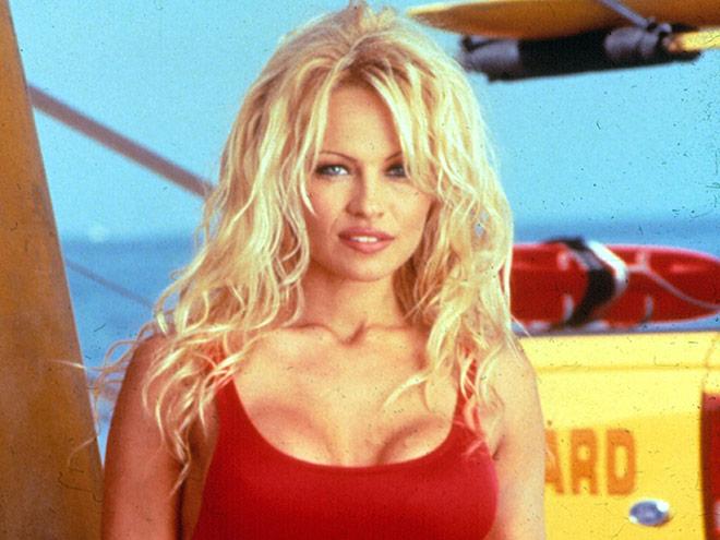 Pamela Anderson no sólo se ha hecho conocida por ser una bomba sexy, también por su historial de matrimonios
