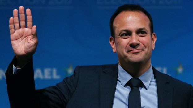Nacido en Dublín, hijo de padre indio y madre irlandesa, fuera de la política su profesión es la de médico.