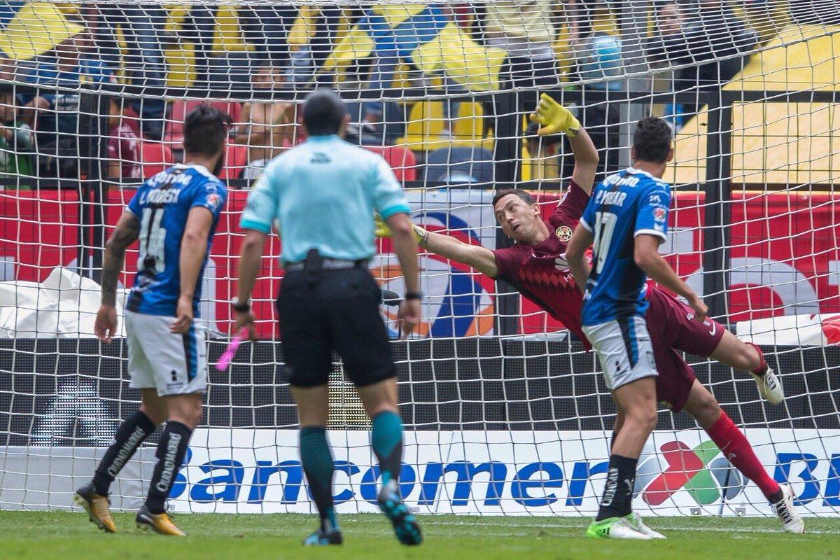 Sanvezzo selló el primer triunfo del torneo para Querétaro.