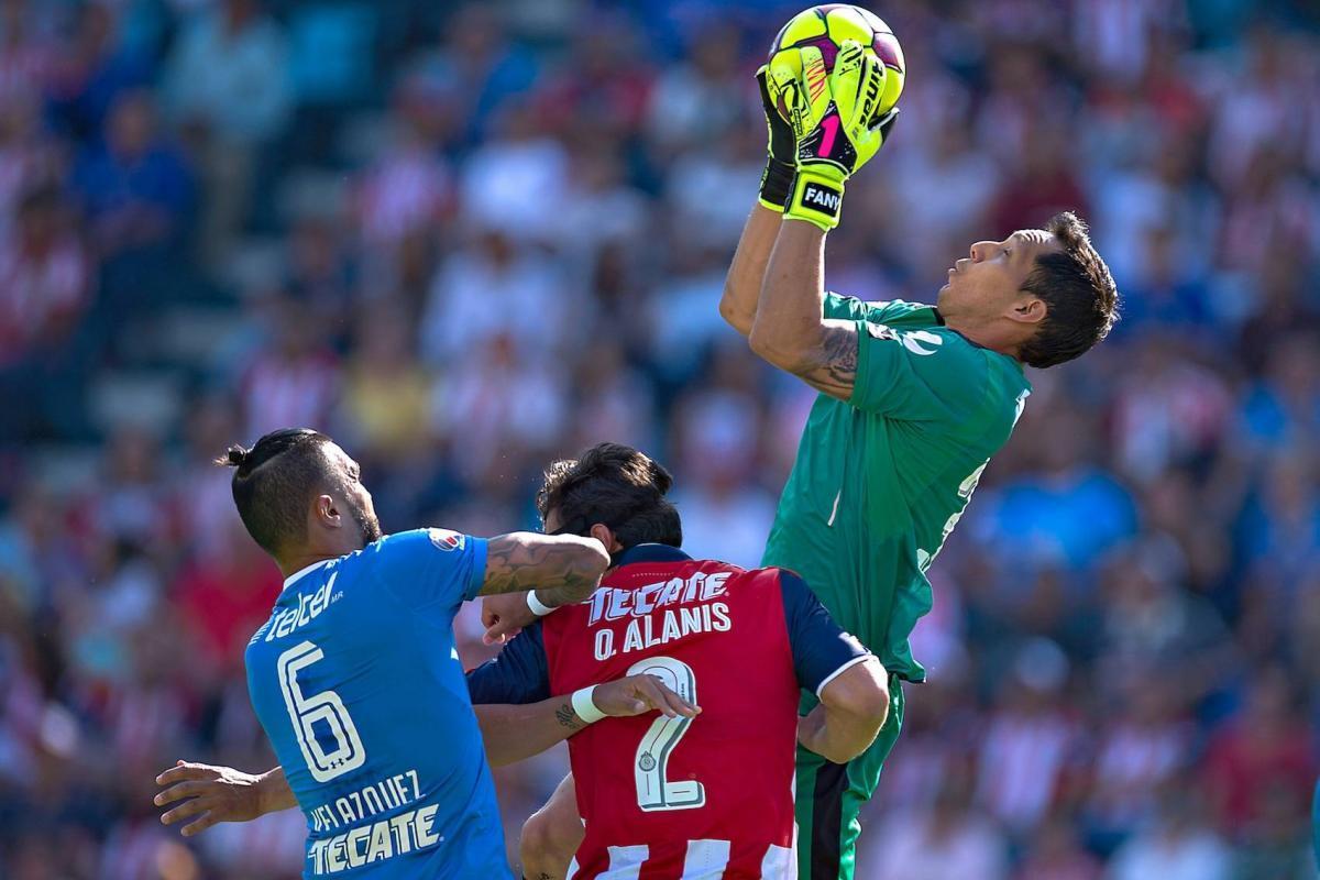 Cruz Azul derrotó a Chivas en su último enfrentamiento de temporada regular.