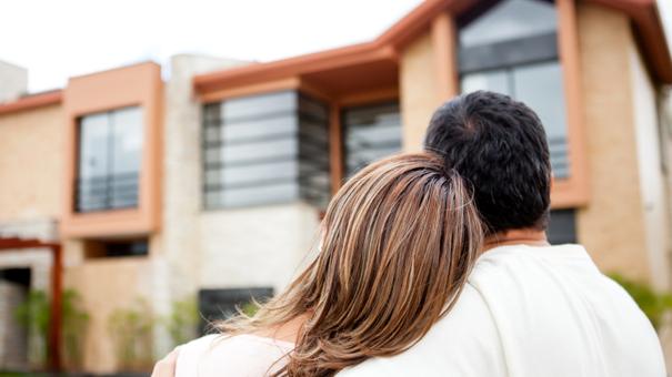 Adquirir una casa para habitarla no es un beneficio cuando se va a estar pagando por algunos años, la mejor opción es rentarla.