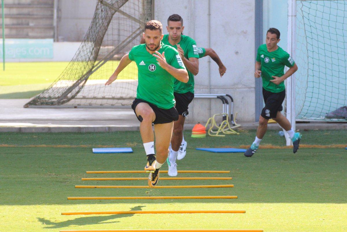 El Betis de Andrés Guardado visita al Barcelona