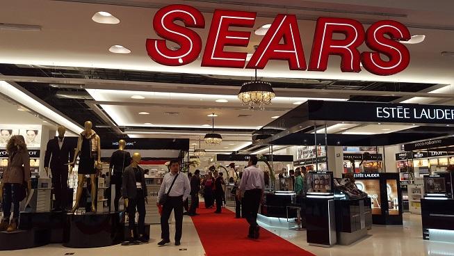 La falta demodernización alcanzó a Sears y sus competidores ya lo ven como su gran oportunidad.