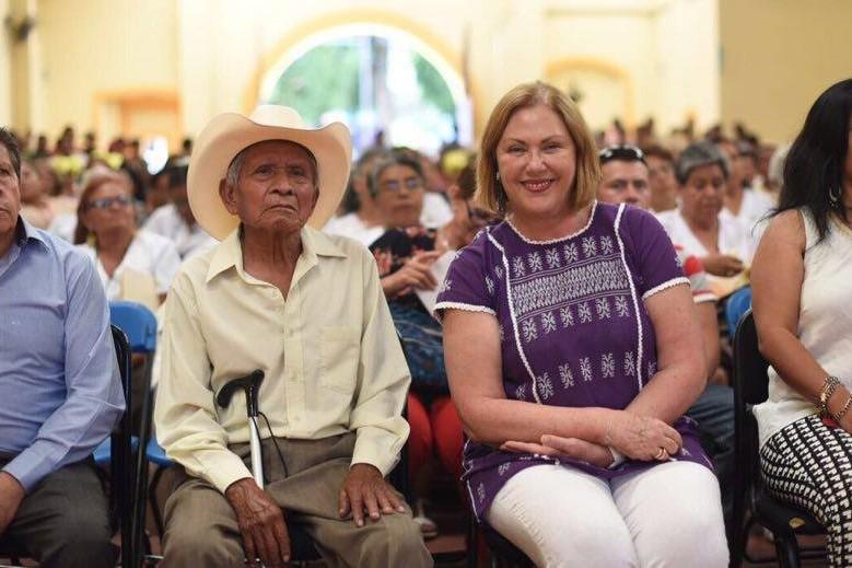Elena Cepeda, esposa de Graco Ramírez, es quien dirige el DIF de Morelos.