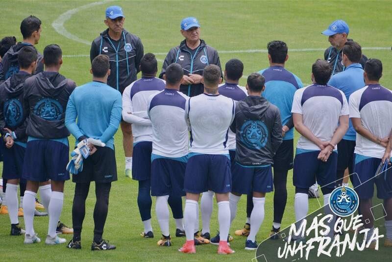 Puebla y Querétaro miden fuerzas en el estadio Cuauhtémoc