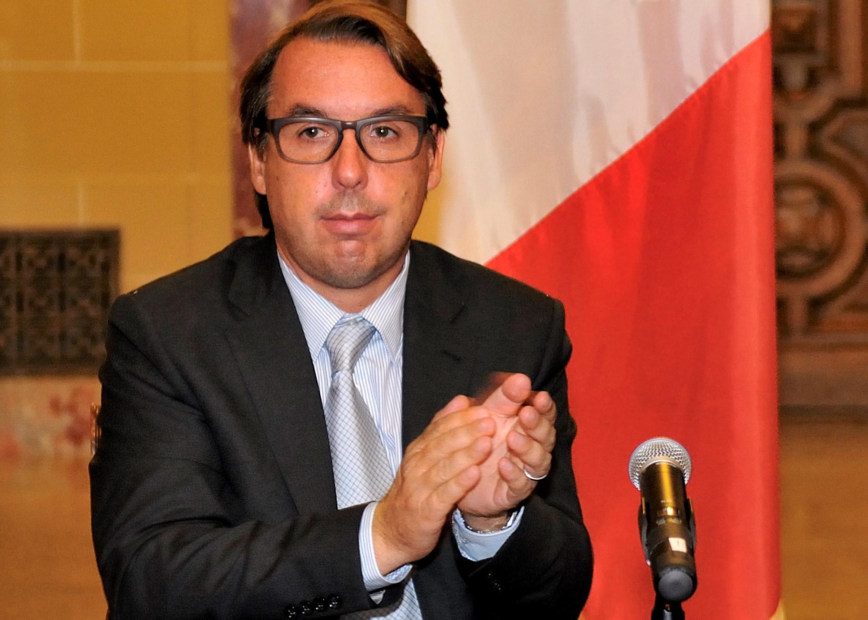 Emilio Azcárraga, heredero del imperio televisivo, deja la compañía que lideró por dos décadas.