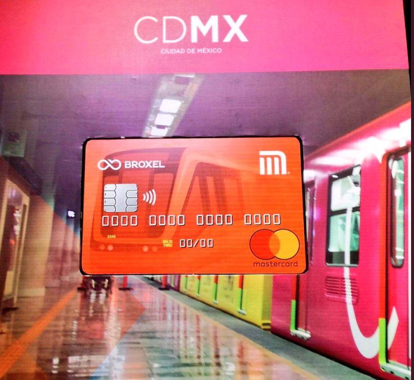 La nueva tarjeta del metro te permite realizar pagos y compras como una tarjeta bancaria.