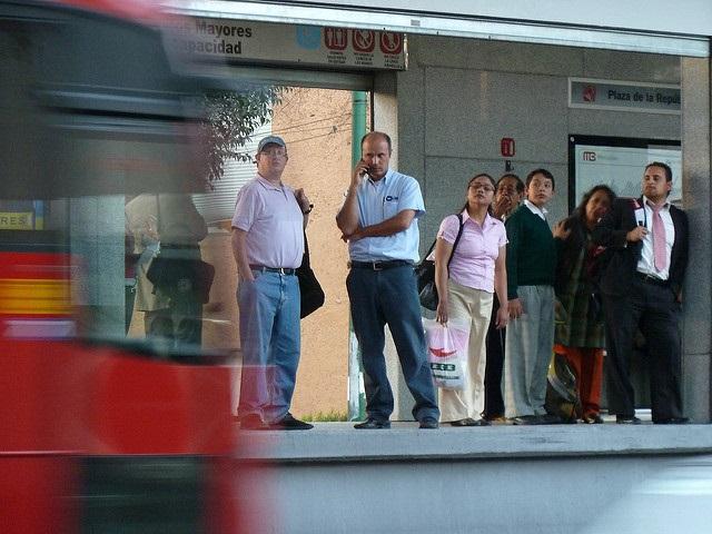 Viajar en transporte público, un deporte de alto riesgo para las mujeres de la CDMX.