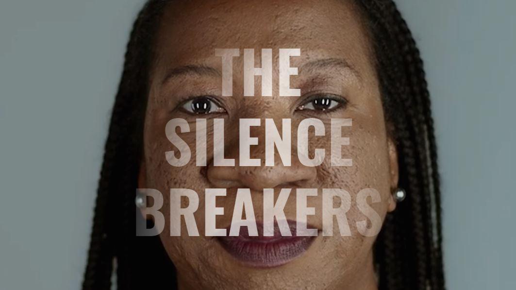 Tarana Burke fue la creadora del #MeToo, que acompaña a su ONG que ayuda a sobrevivientes de acoso sexual.