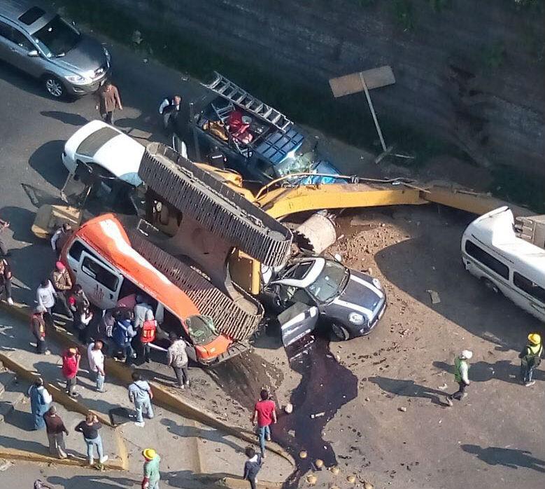 Accidente en Interlomas. Foto: Twitter @SalzanoCarlos