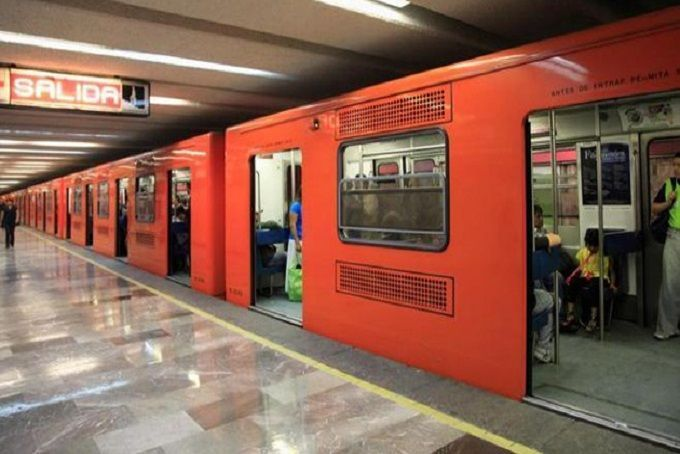 Usuarios de Metro San Lázaro golpearon a dos hombres que intentaron asaltarlos (Video)