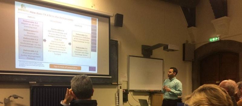 Adalberto Guerra, consultor en materia de eficiencia energética, dando una conferencia sobre ciencia de datos aplicada a la construcción.