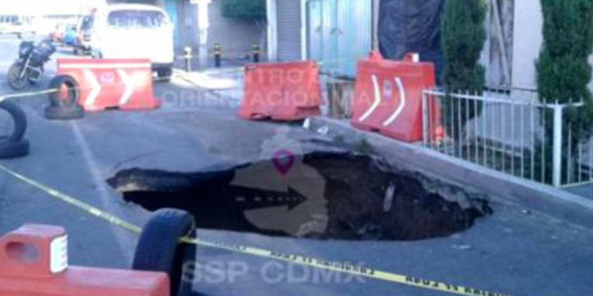 El C5 señaló la aparición de un socavón en Coapa con un diámetro de 8 metros y 50 cm de profundidad.