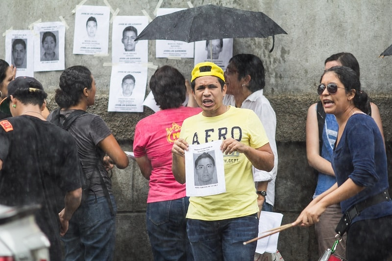 Protesta contra la desaparición de estudiantes en México.