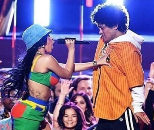 Pareja se comprometió en matrimonio en el concierto que Bruno Mars dio en Monterrey. Foto: Instagram