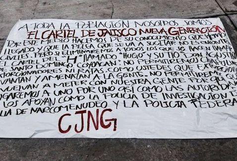 La mañana de este martes aparecieron colgadas dos mantas firmadas por el Cártel Jalisco Nueva Generación (CJNG)