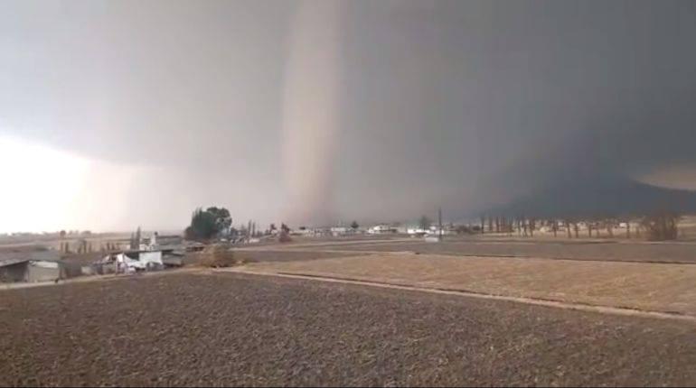 La 'Serpiente de agua' se produjo por masas de aire frío y caliente de los últimos días. Foto: Facebook