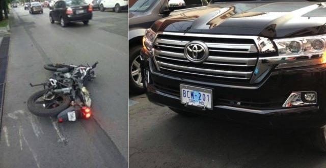 La camioneta con placas BCM-201 de la Cancillería, atropelló y arrastró por aproximadamente dos calles a dos motocicletas.