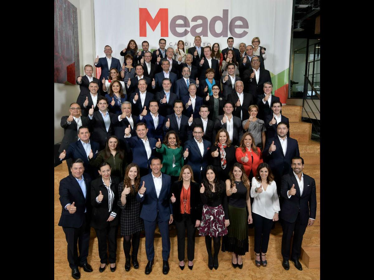 Meade presentó a su equipo de campaña.