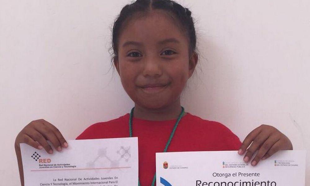 Xóchilt actualmente cursa el tercer grado de primaria y desde los cuatro años mostró su interés por investigar todo lo referente a la ciencia.